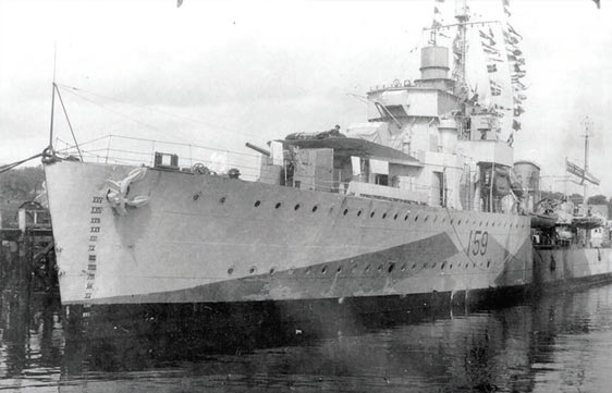 HMCS Skeena at port
